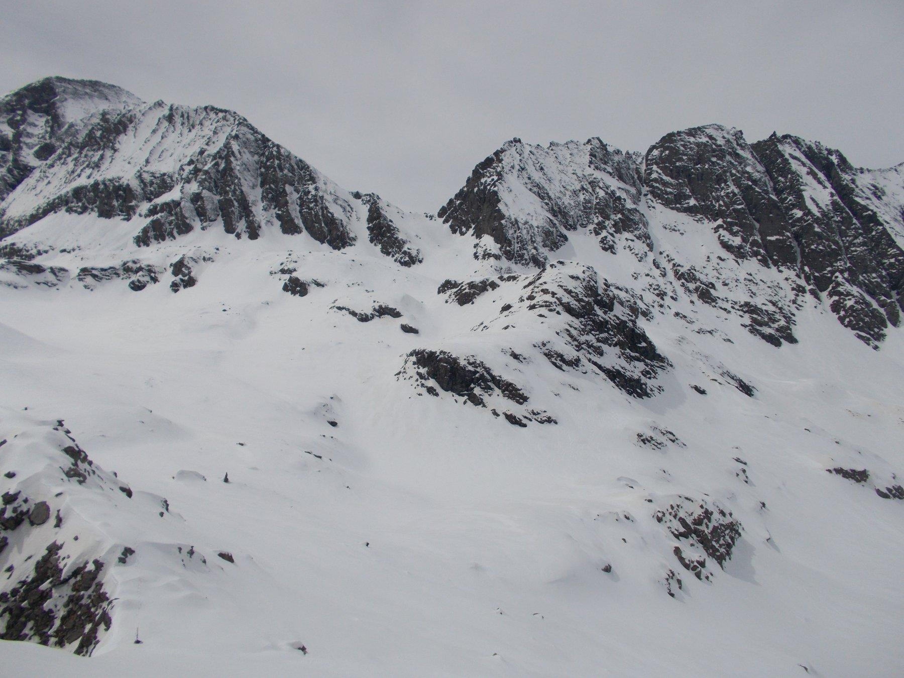 Punta Maria..e Punta di Balme a dx separate al centro dal Col d'Arnas qui viste sempre dalla Beccas d'Arnas..
