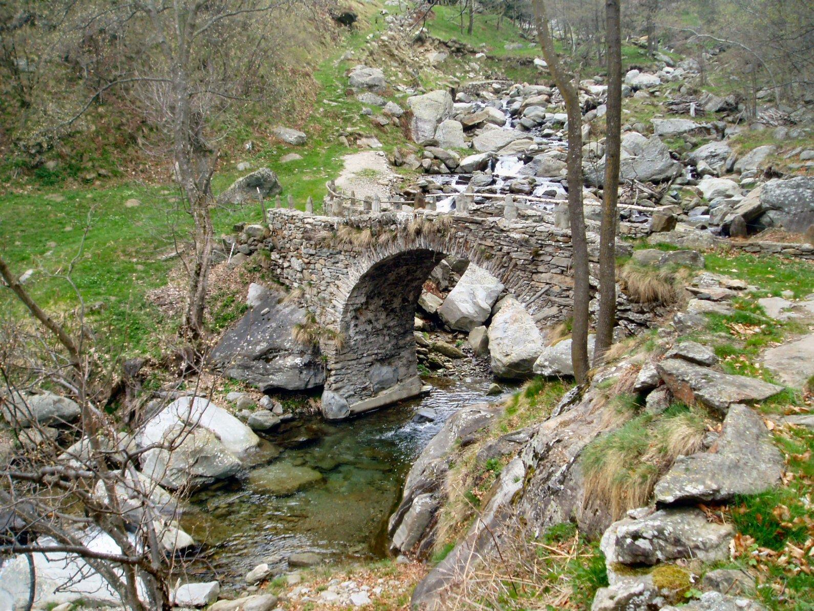 Ponte in pietra dell'Armach.