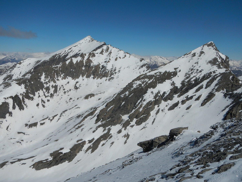 dalla cima: il Monte Platasse e la Punta Rognosa