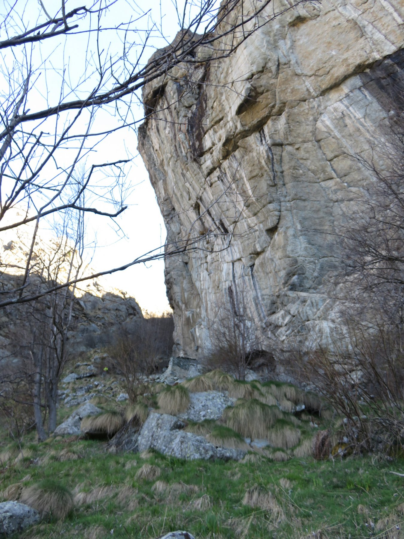 Baita Balma Cacci, posta sotto la grande parete