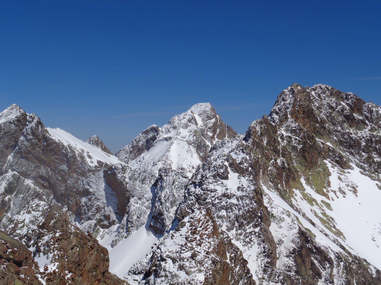 da sx cima Nord di Valrossa, Paur e cima Centrale di Valrossa