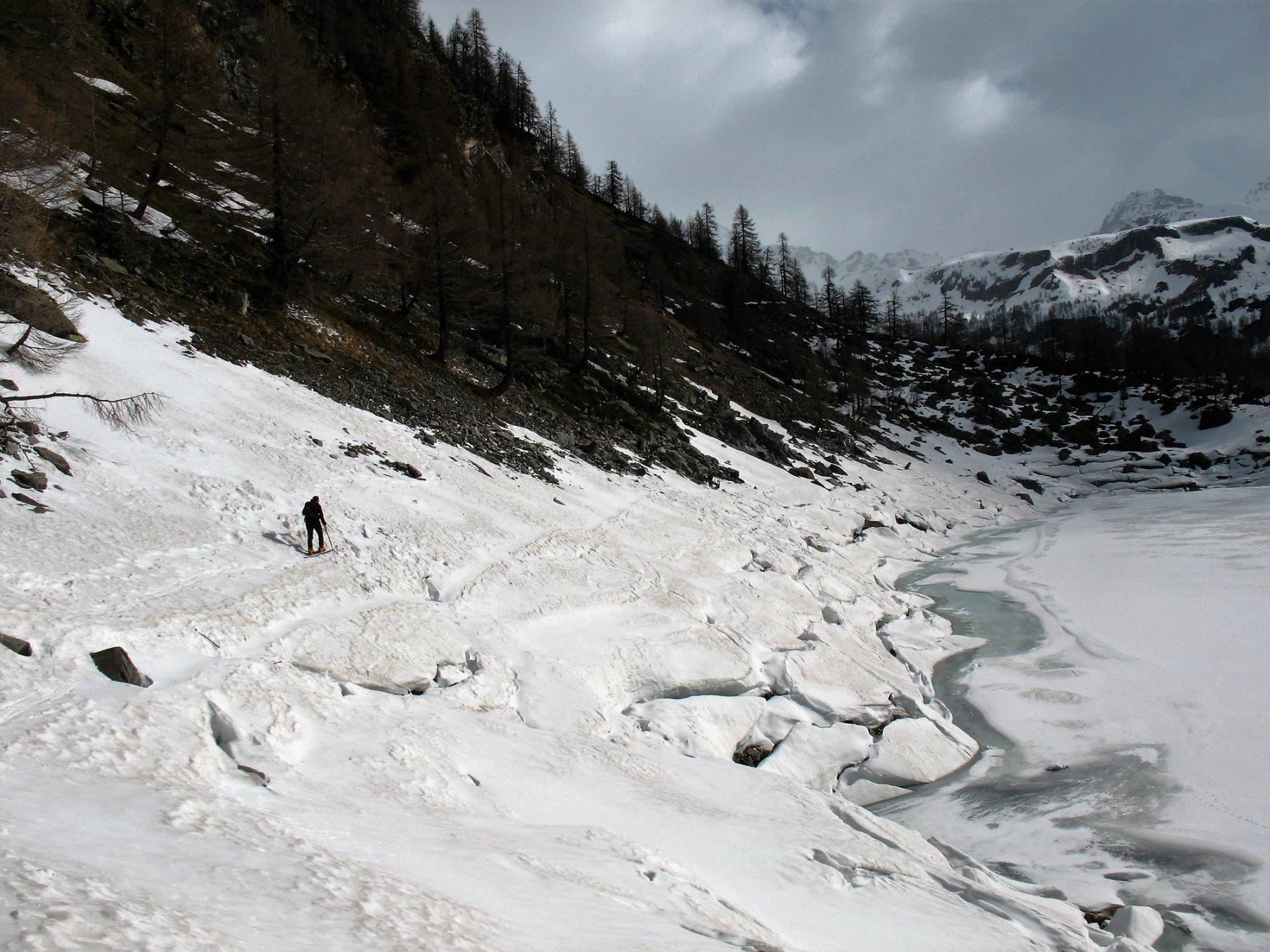Disgelo sul Lago Devero, dietro l'Arbola.