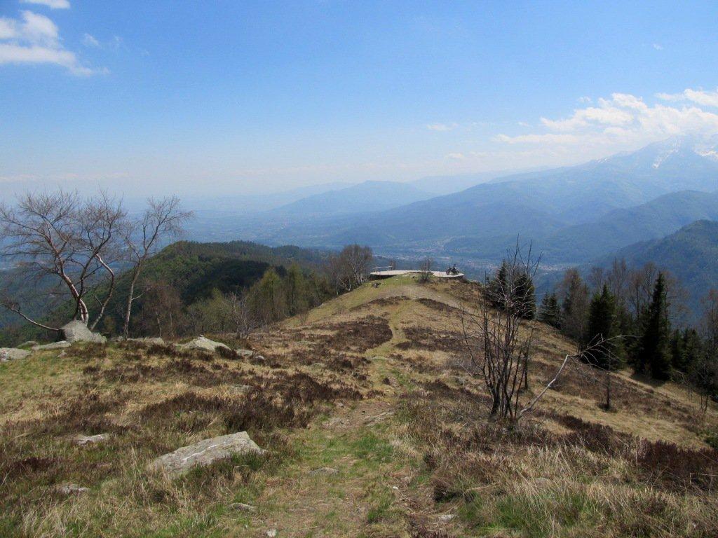 Dal M.te Castelletto la piattaforma panoramica e la costa Rognosa di discesa.