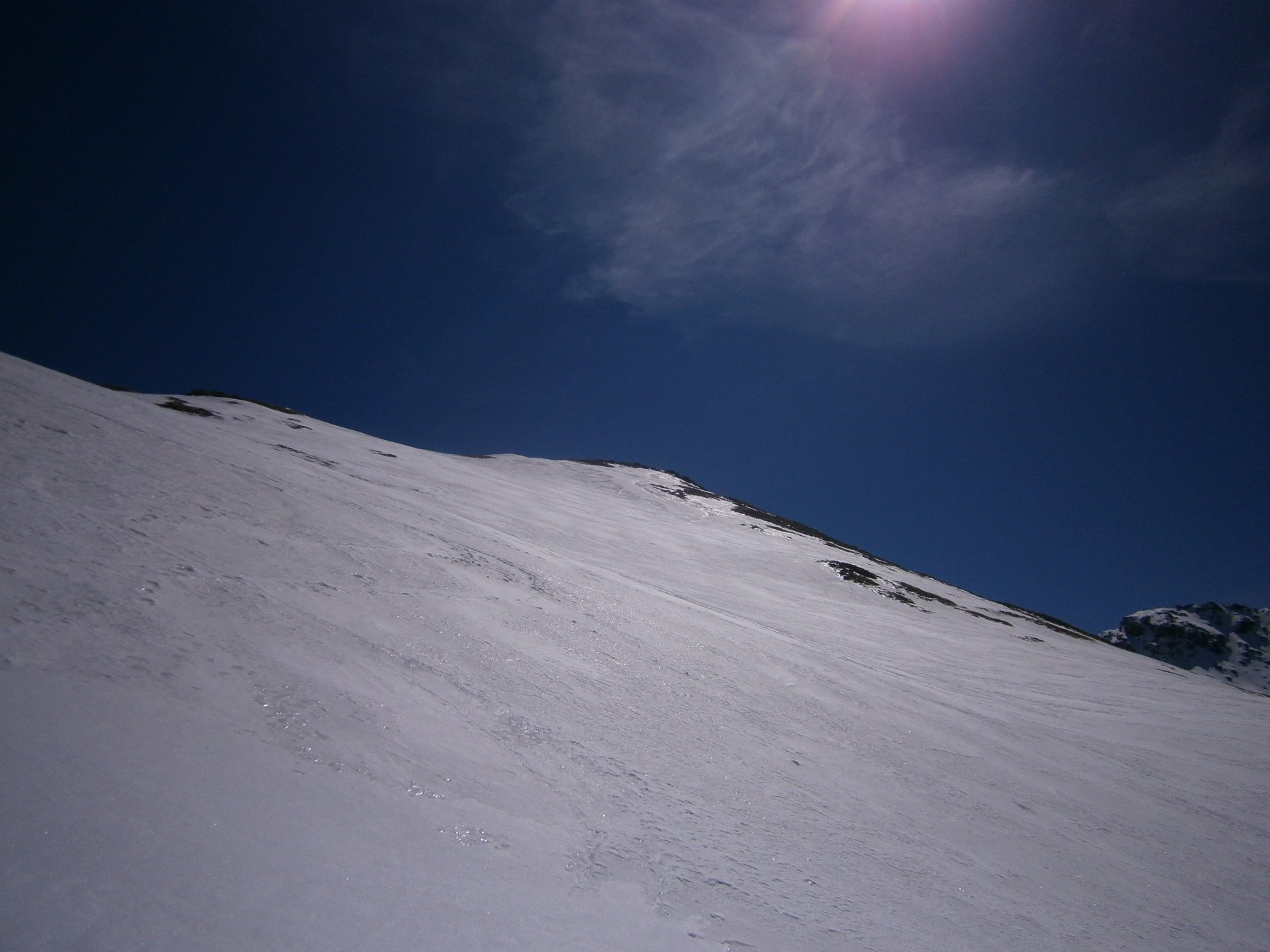in direzione della cresta sommitale