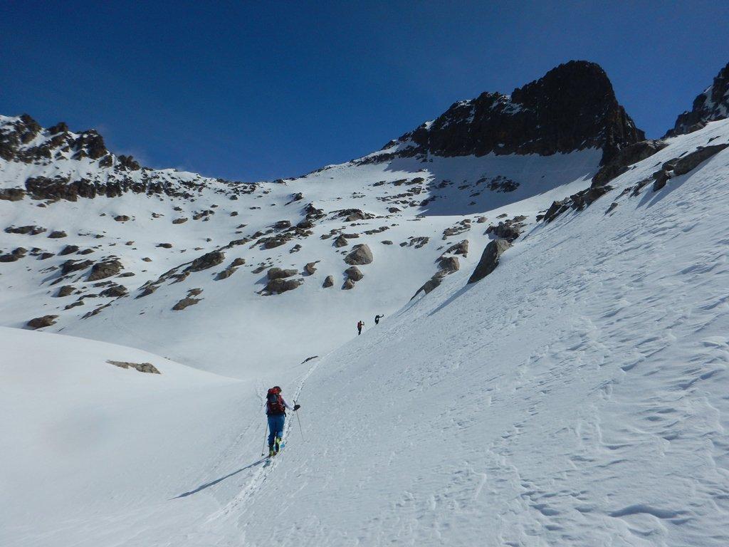 Verso il colle della Culatta con la lunga cresta del Baus a destra