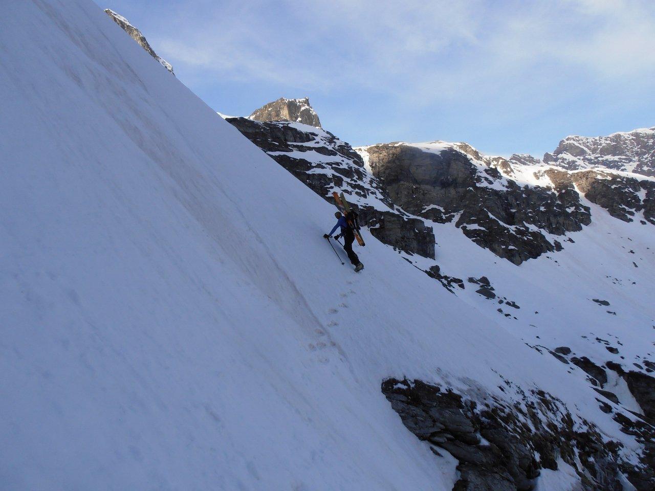 01 - Enrico su un passaggio alpinistico esposto nella parte bassa