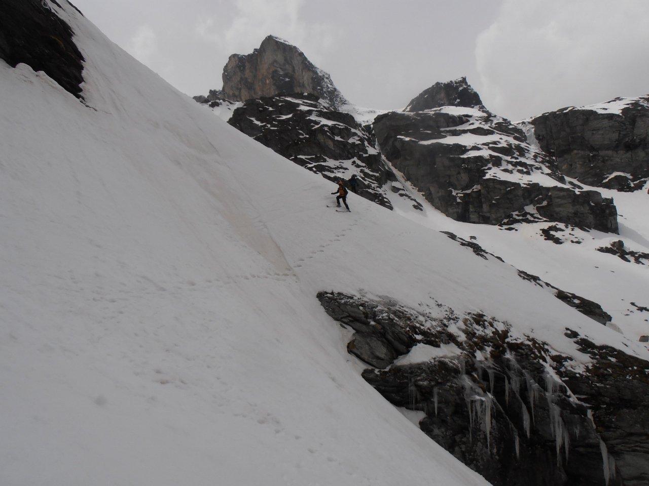 11 - passaggio con gli sci del traverso esposto