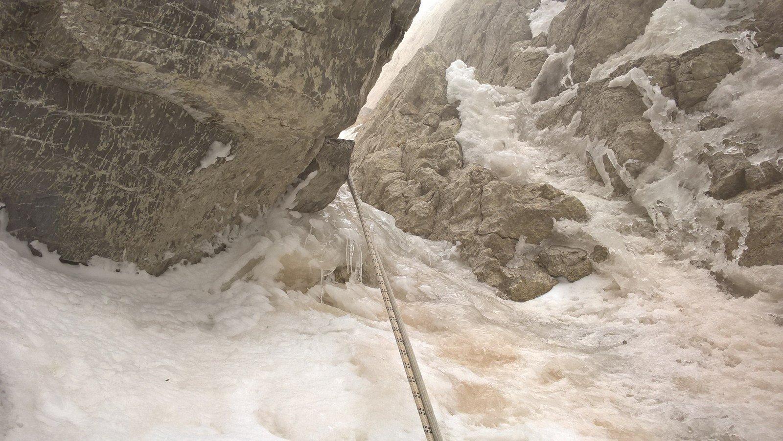 Corde fisse e tratto ghiacciato