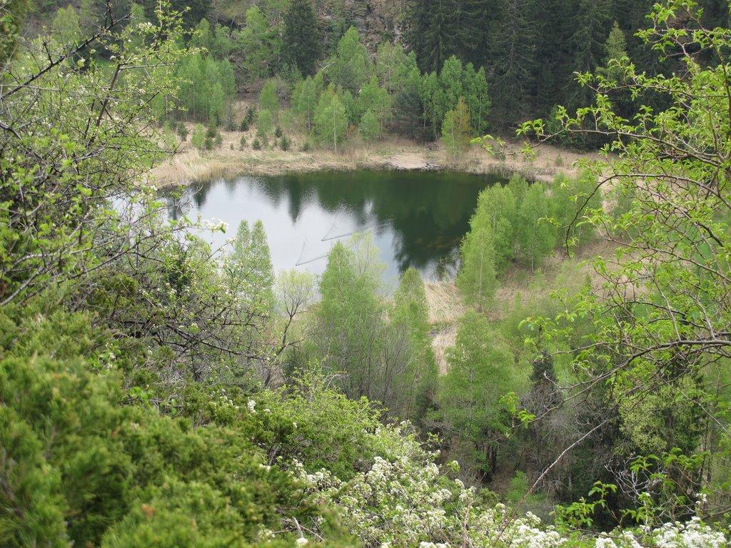 Due germani solcano il lago di Lolair