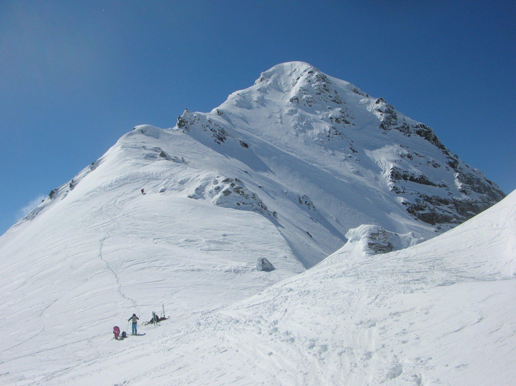 vista della cresta finale fatta a piedi (qualcuno si è avventurato a scenderla in parte con gli sci)