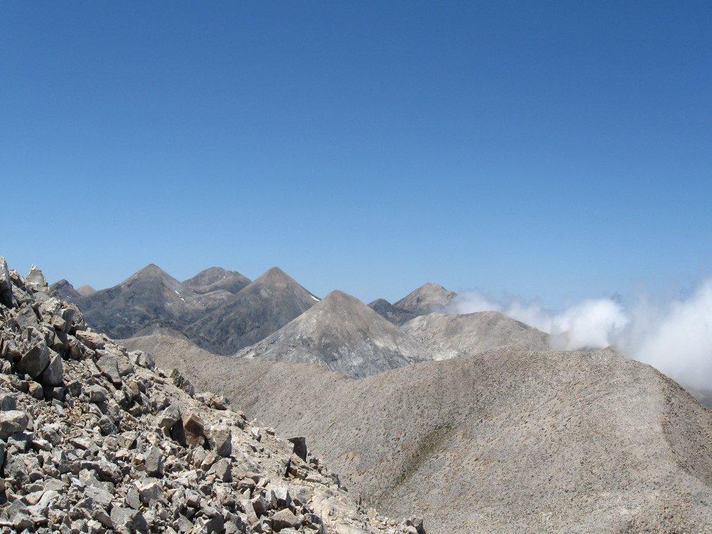 dalla vetta le cime dei Lefkà Ori, le selvagge montagne cretesi