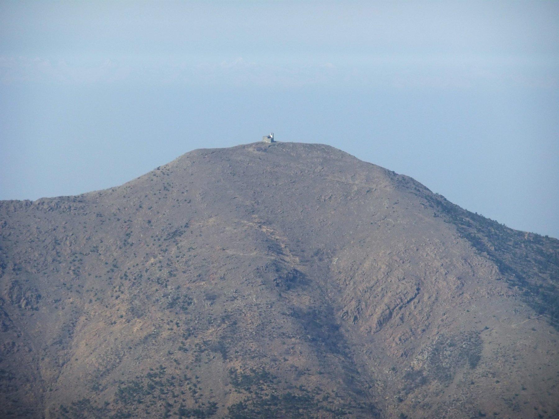 Il Tobbio visto dalla cima del Monte delle Figne