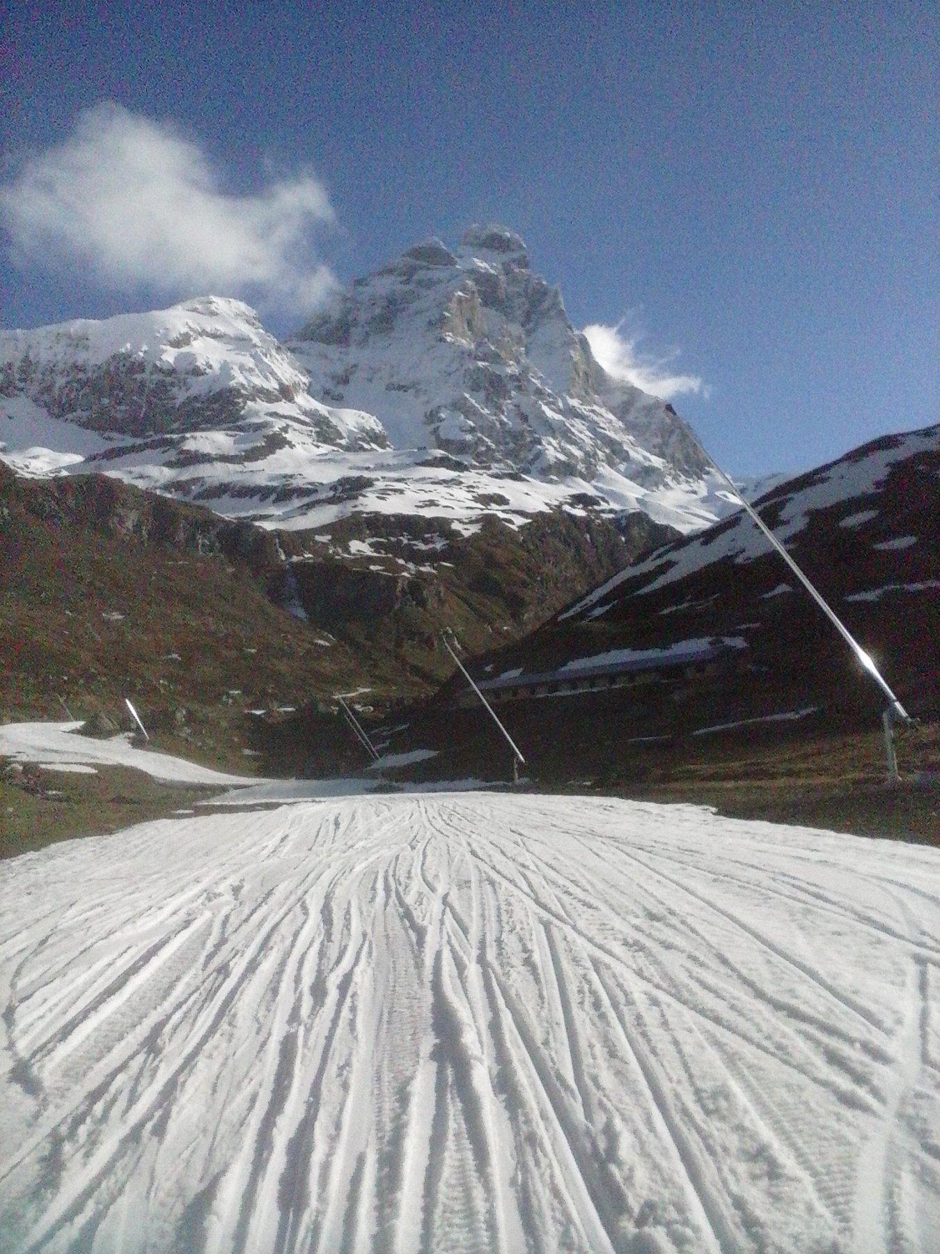 la pista alla partenza che permette di salire sci ai piedi...