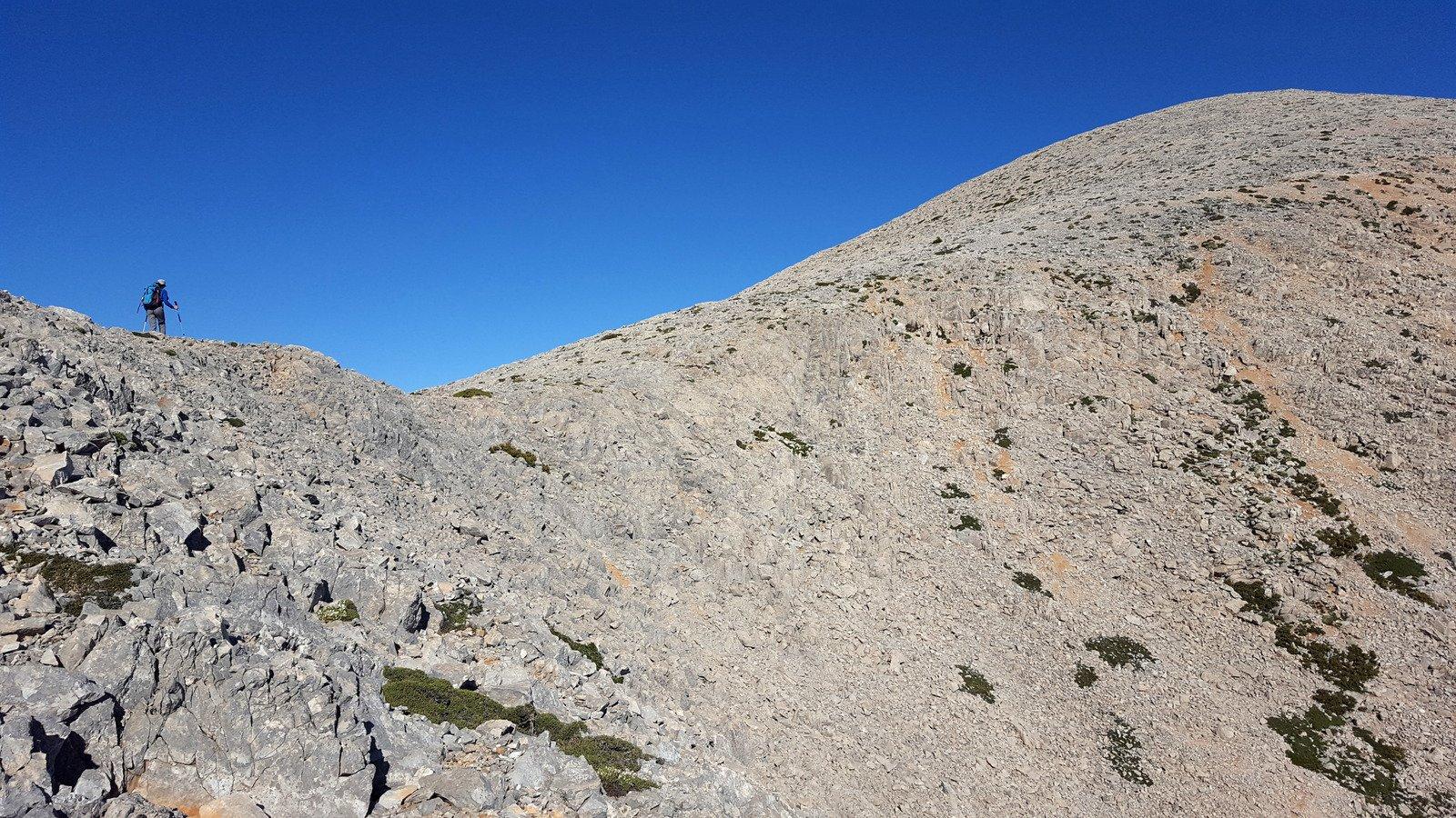 Poco sotto la cima dello Skoutsio.