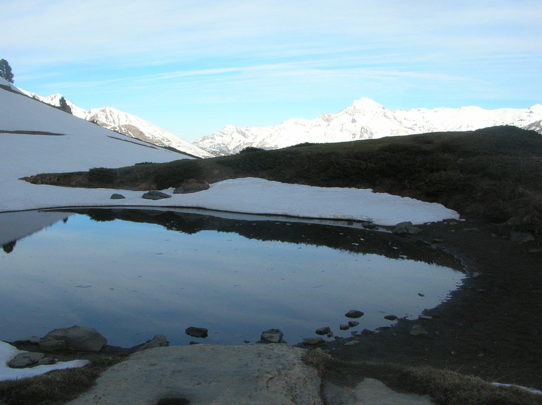 laghetto a q. 2250 ca. dove comincia la neve continua