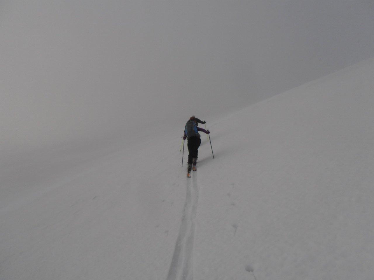 salita sul grande plateau lungo la spalla est, purtroppo in mezzo alla nebbia