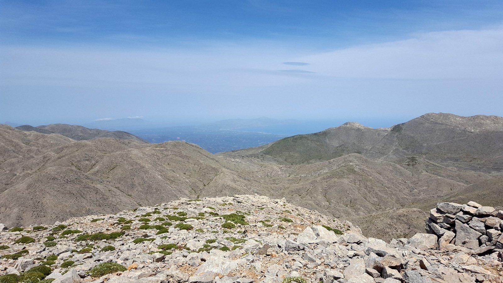 Dalla cima dell'Anthropolithos, panorama verso la costa Nord