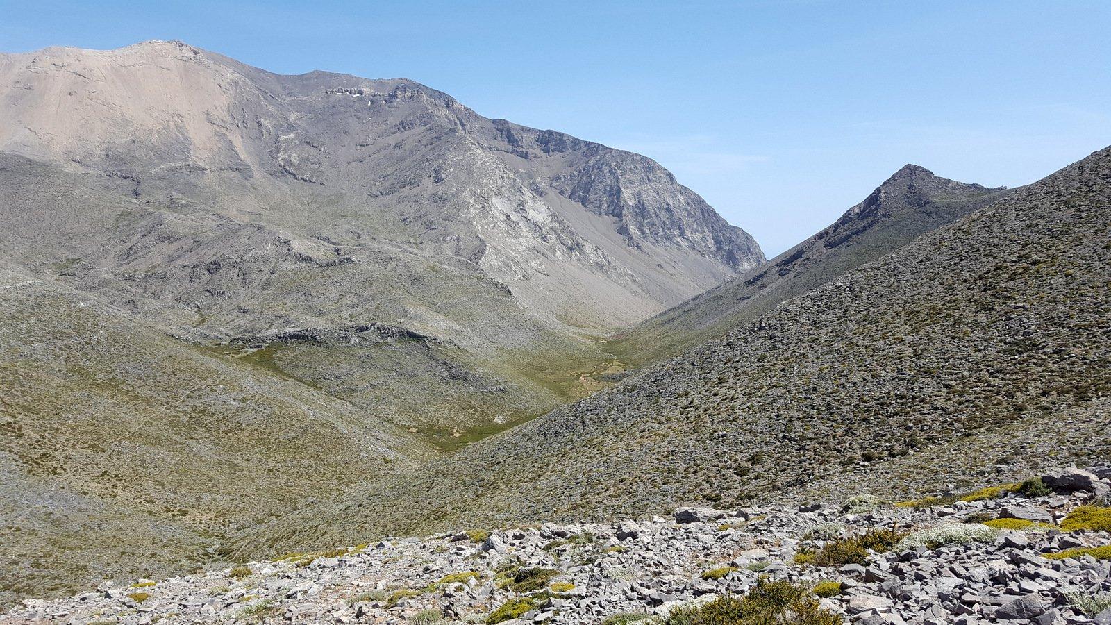 La valle di Potami, a sx il Pachnes occidentale