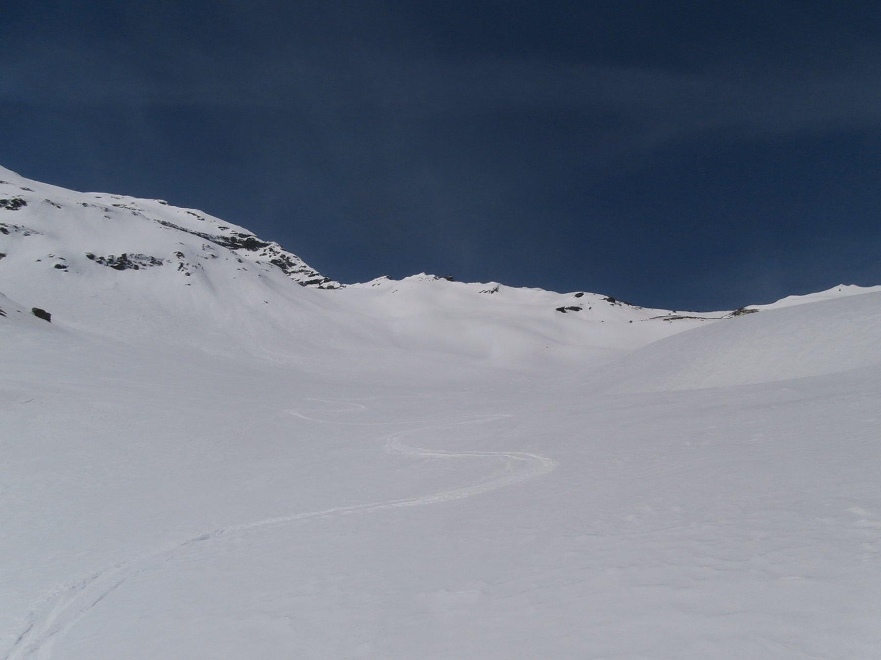 prime belle curve in discesa su neve intonsa...