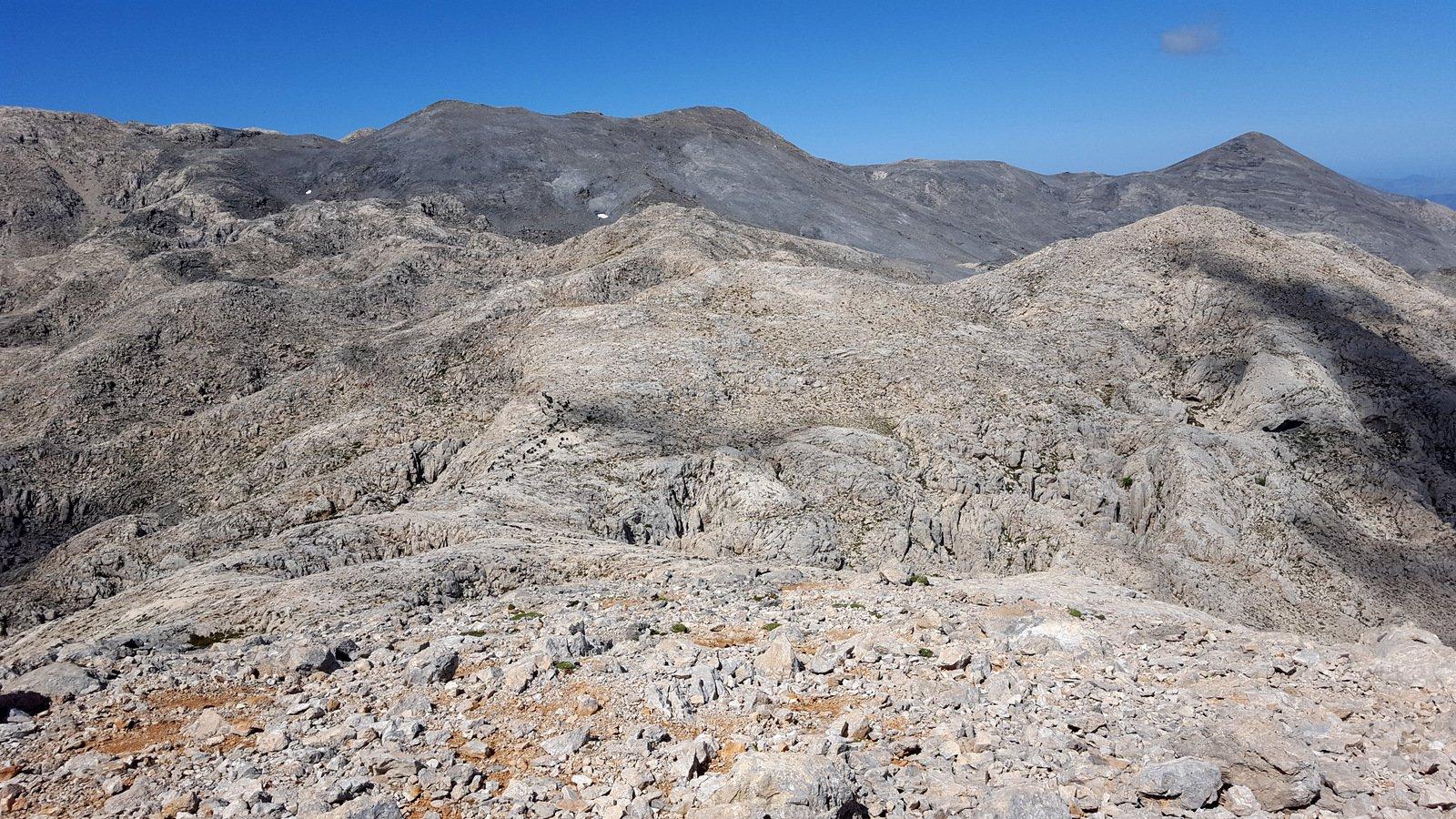 La zona detta Ghourghoutha tou Spathioù, in fondo le Cime settentrionali dell'Ornio.
