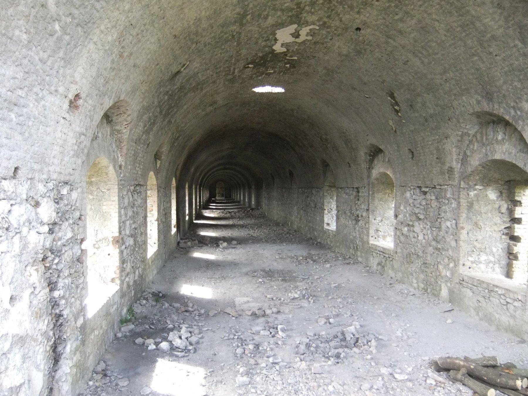 Corridoio interno del Forte Ratti