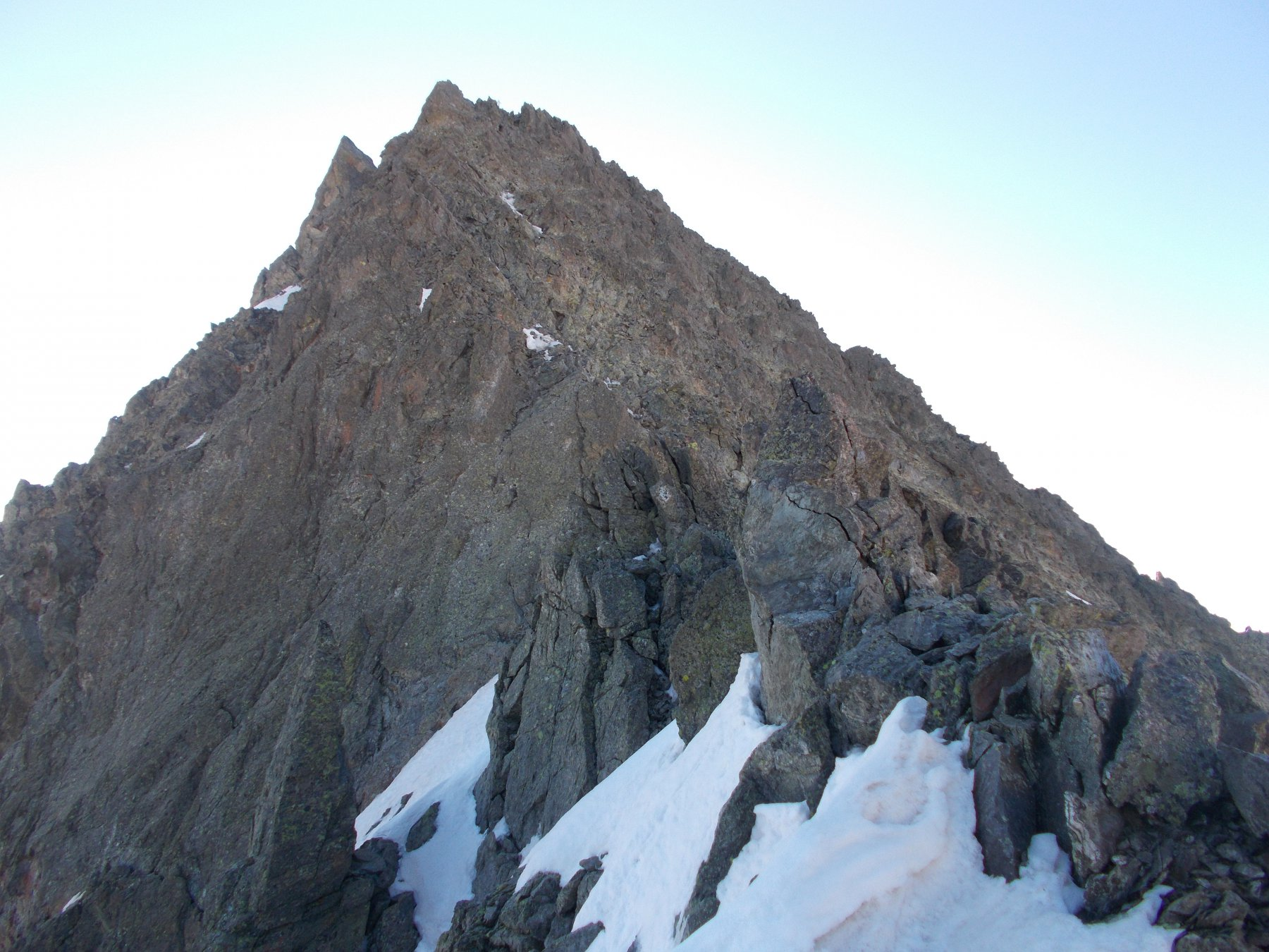 la rocca come appare usciti dal canale nevoso..