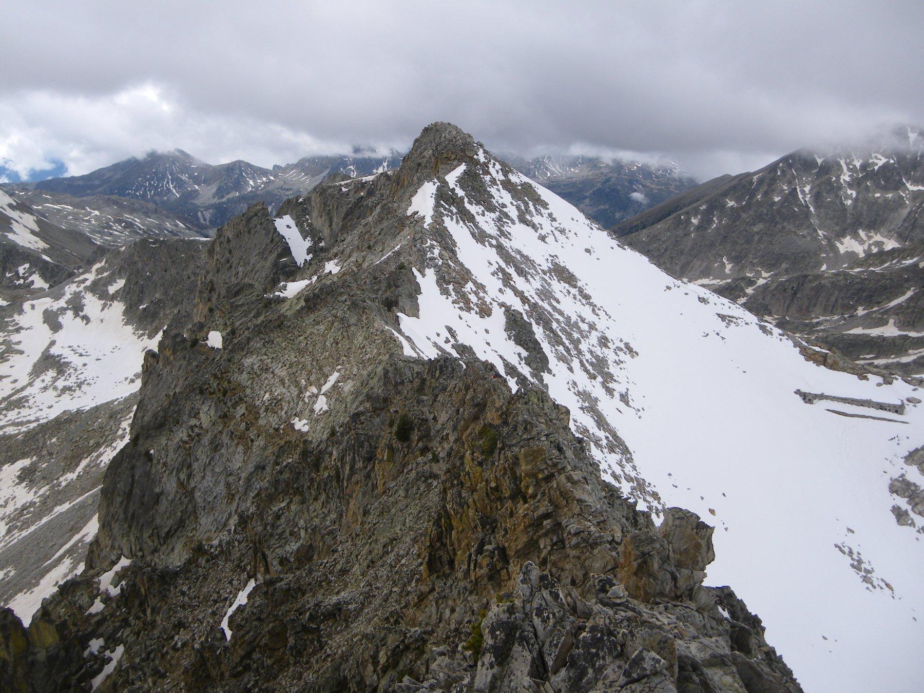 Il tratto di cresta verso la cima sud