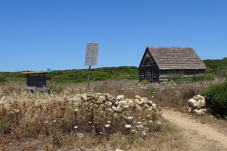 il capanno posto all'inizio della riserva naturale