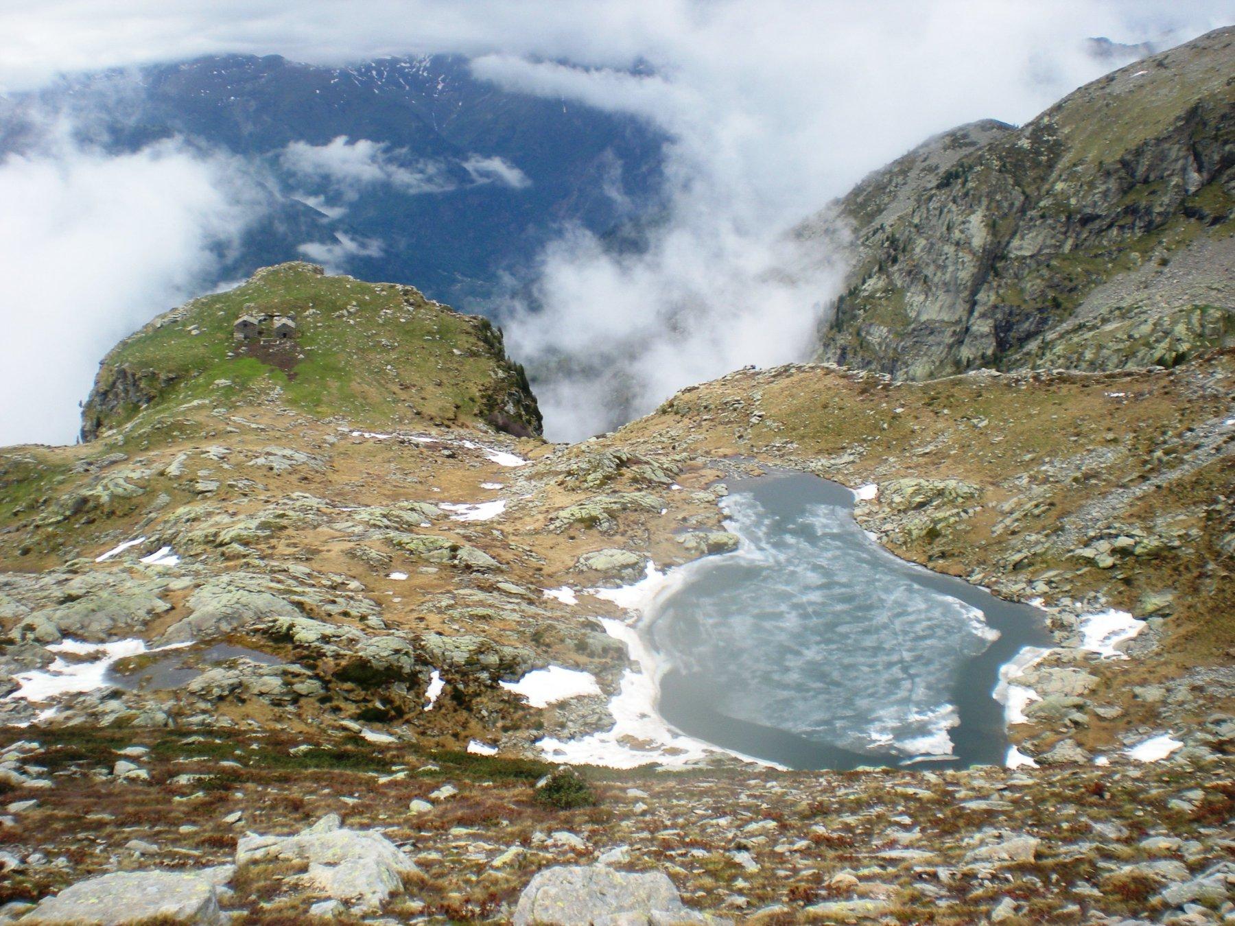 il lago Montagnit, sotto il rifugio