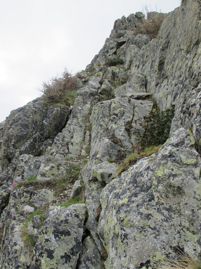 Il breve canalino da cui si accede alla cima