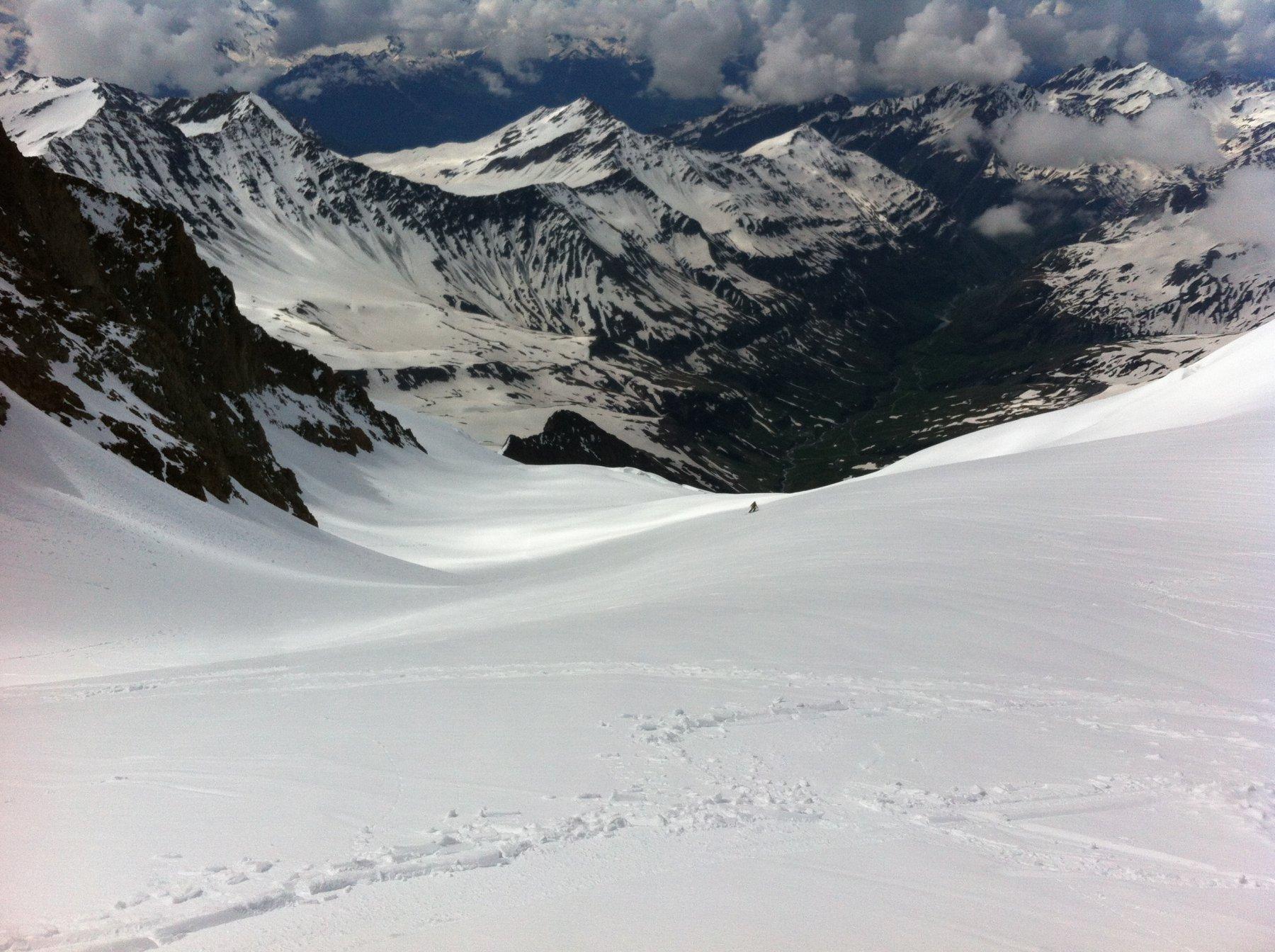 Glacier des Glaciers-in basso sopra il dentino roccioso il colletto 3001