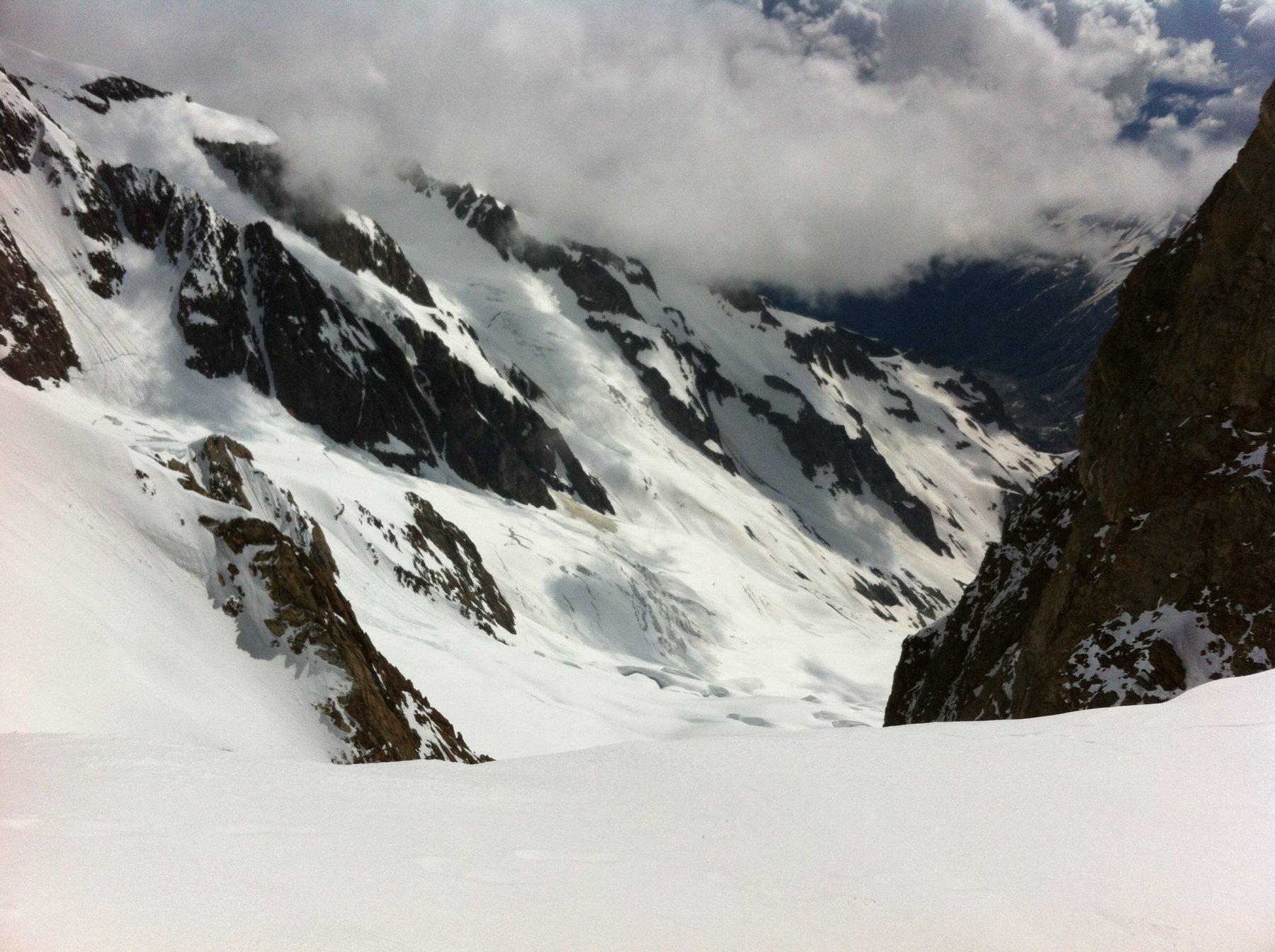 Gh. Lex Blanche e Gh. del petit M. Blanc con la via di salita. Dall'Ag. des Glaciers