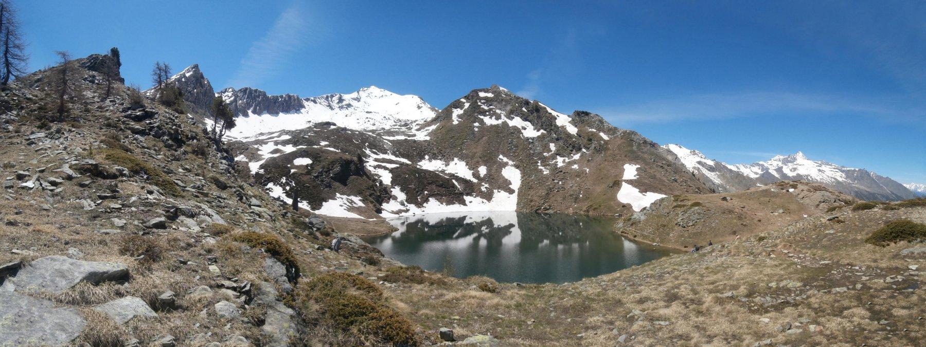 vista del lago di Loie sul sentiero per il vallone di Bardoney...