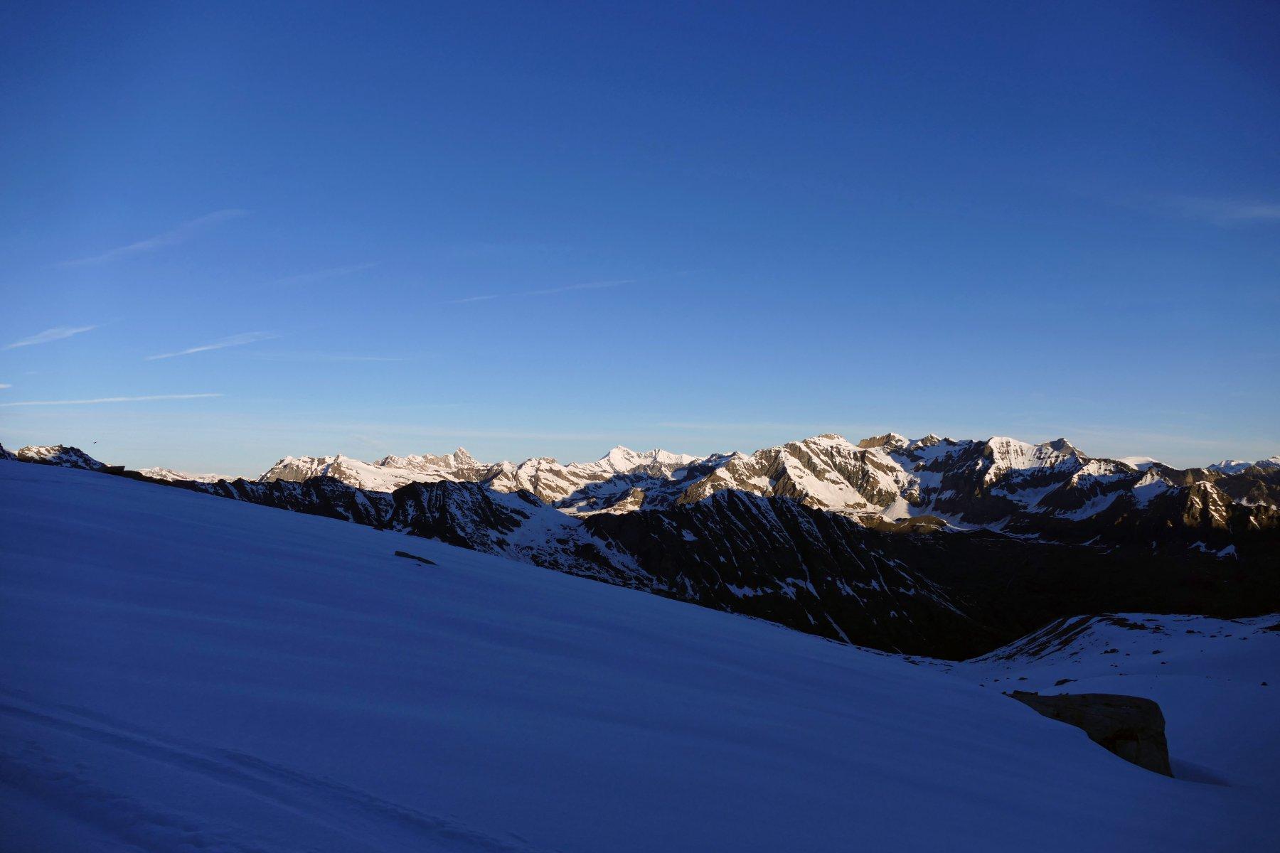 Le prime luci del giorno risalendo il vallone del Montcorvé