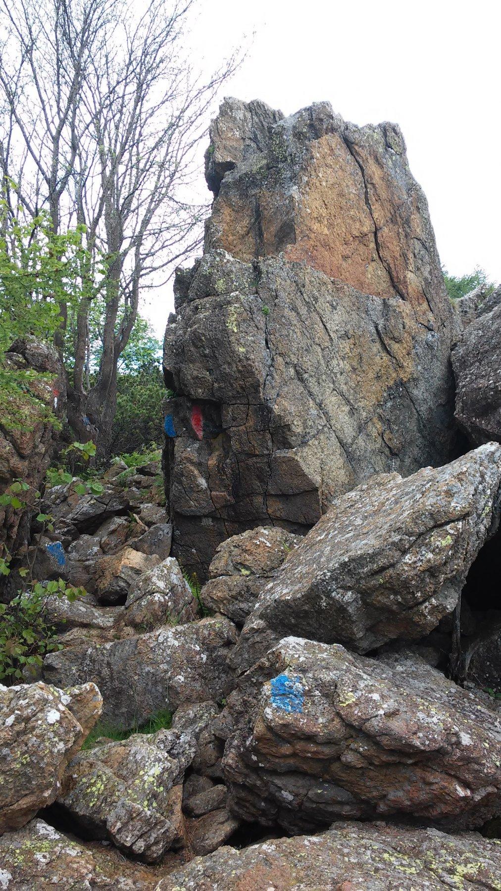 Passaggio tra le rocce