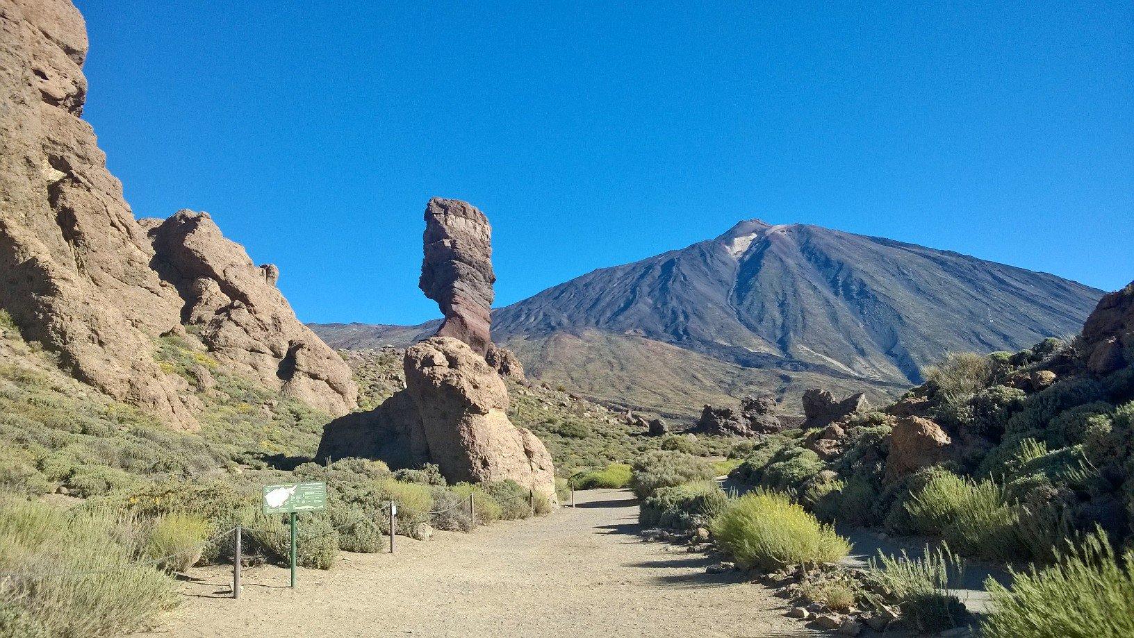 Teide (Pico del) e Pico Viejo da Montaña Blanca, anello al Parador Nacional de las Cañadas 2016-06-13