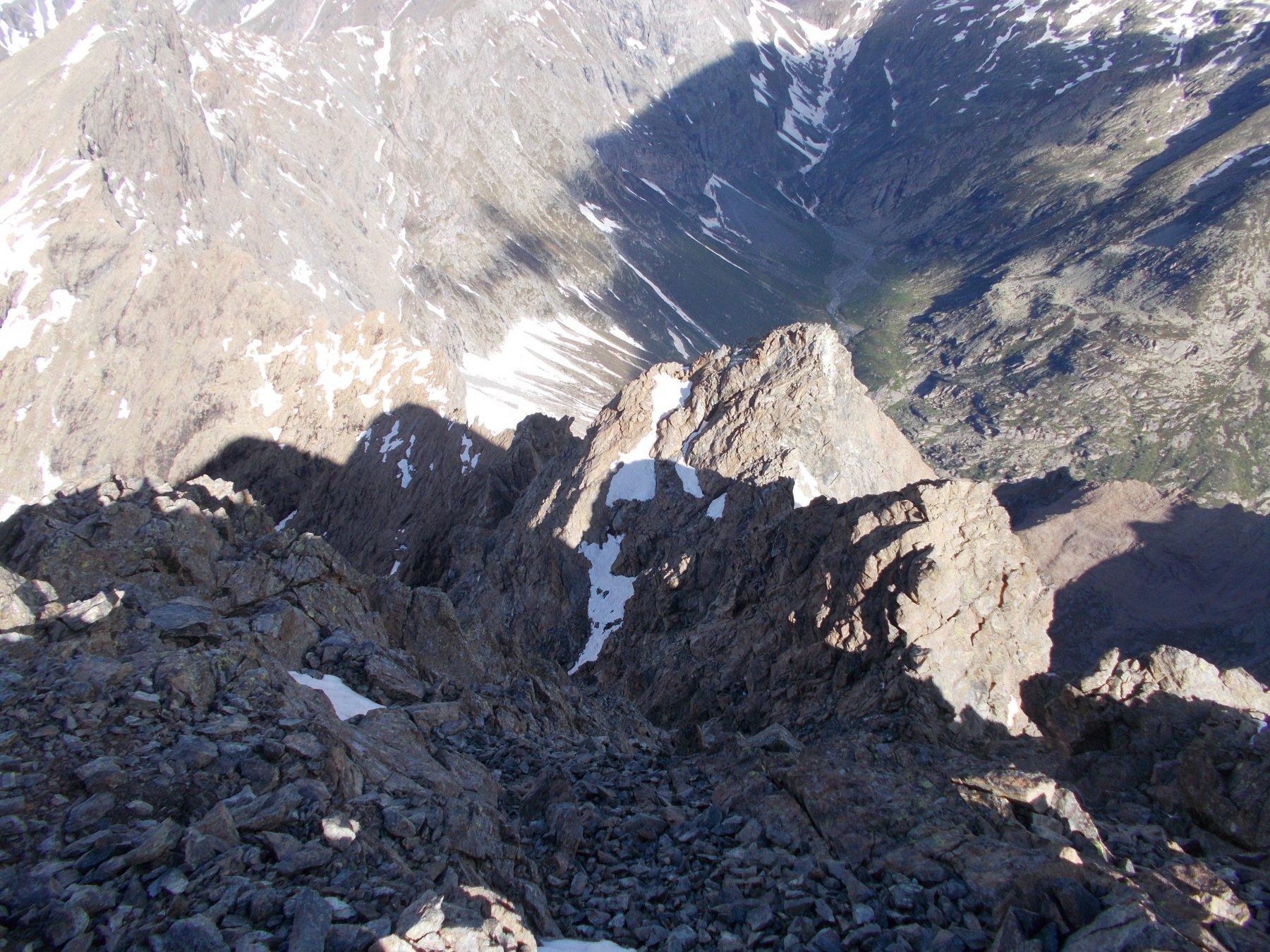 la cresta ovest di discesa dalla vetta..