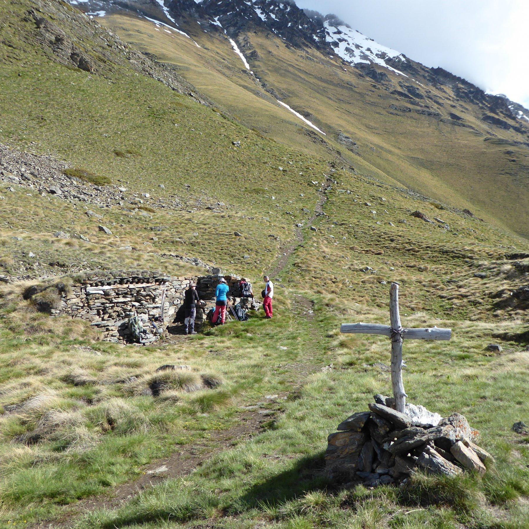 i ruderi di baite a circa 2500 metri
