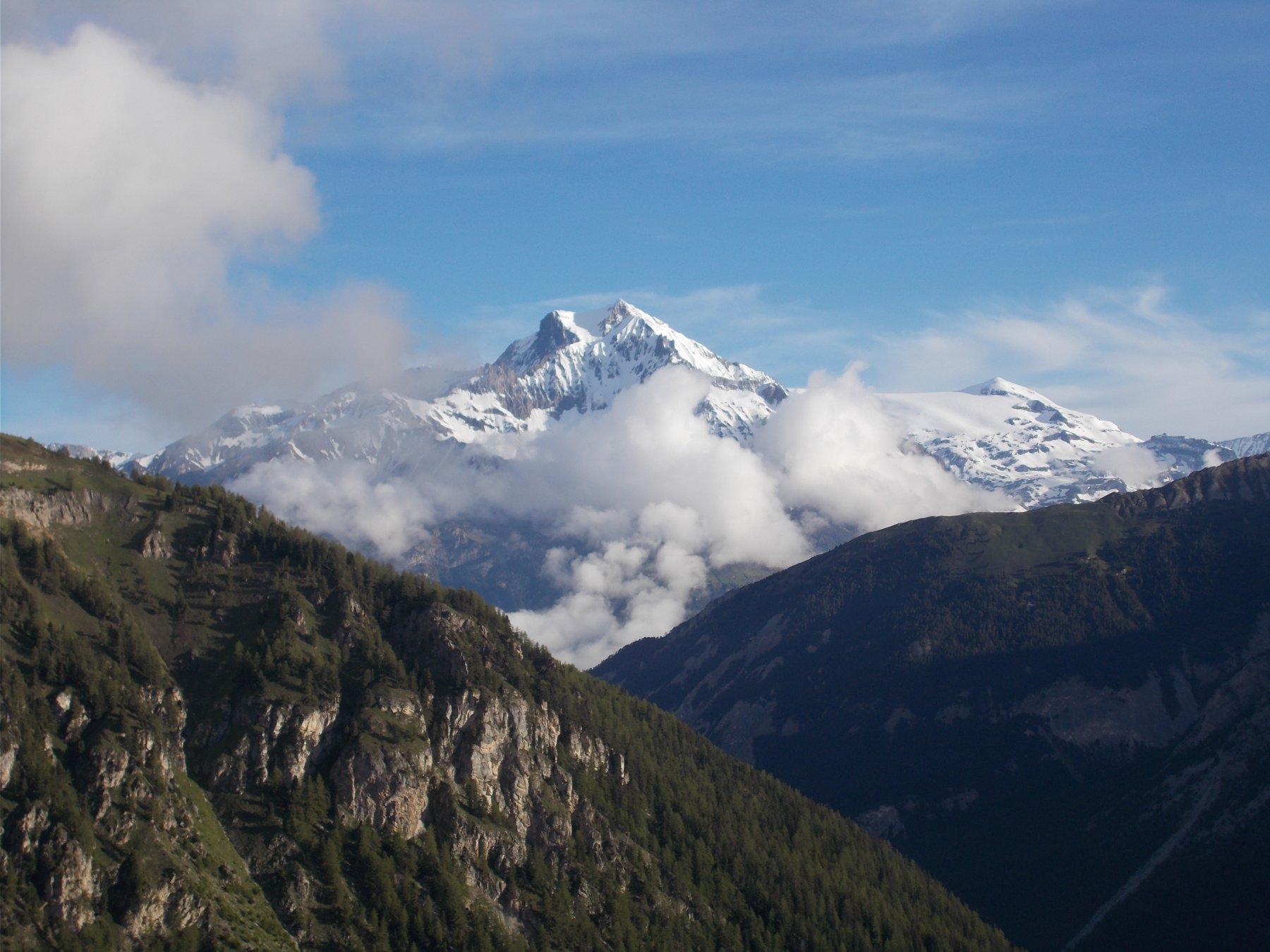 La Dent Parrache'..vista salendo alla Roche d'Etache..