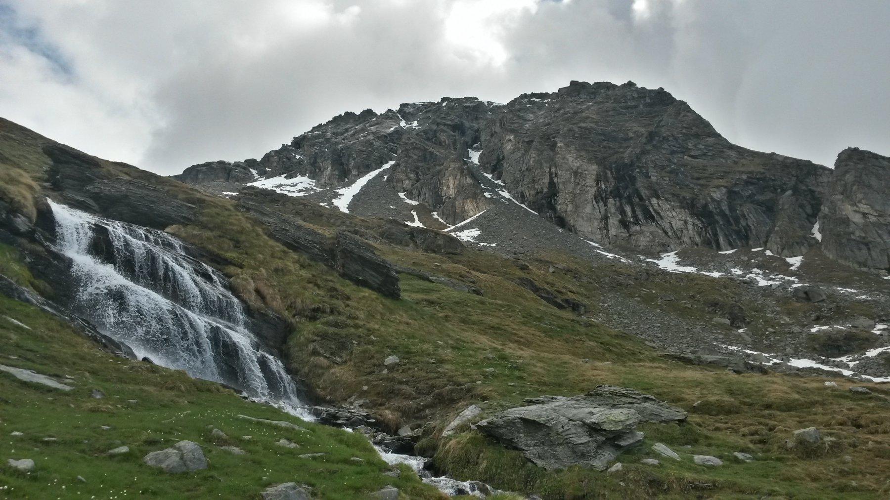 cascate e ruscelli ovunque, l'acqua non manca proprio