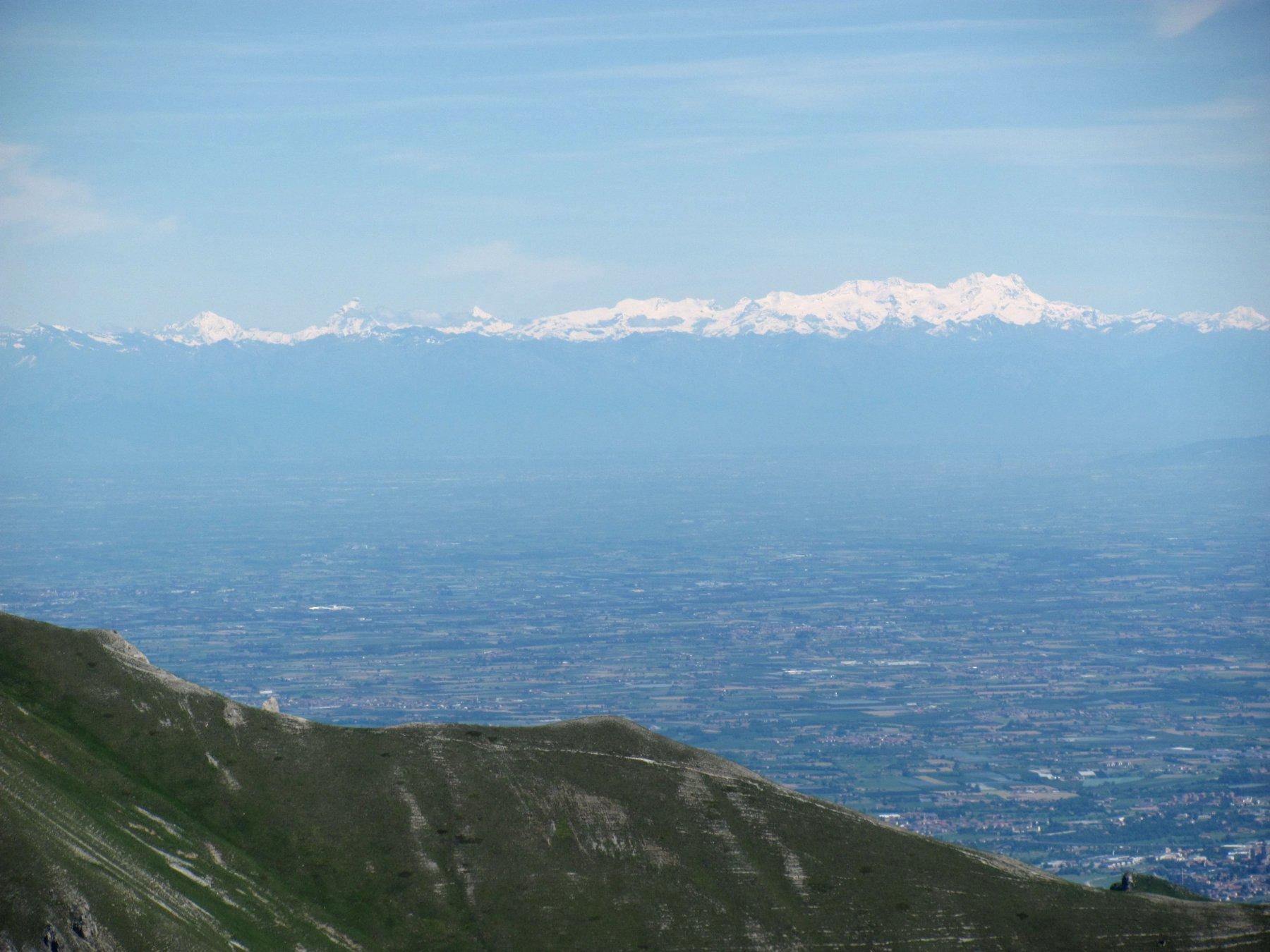 Dalla cima, panorama sulla pianura e il M. Rosa