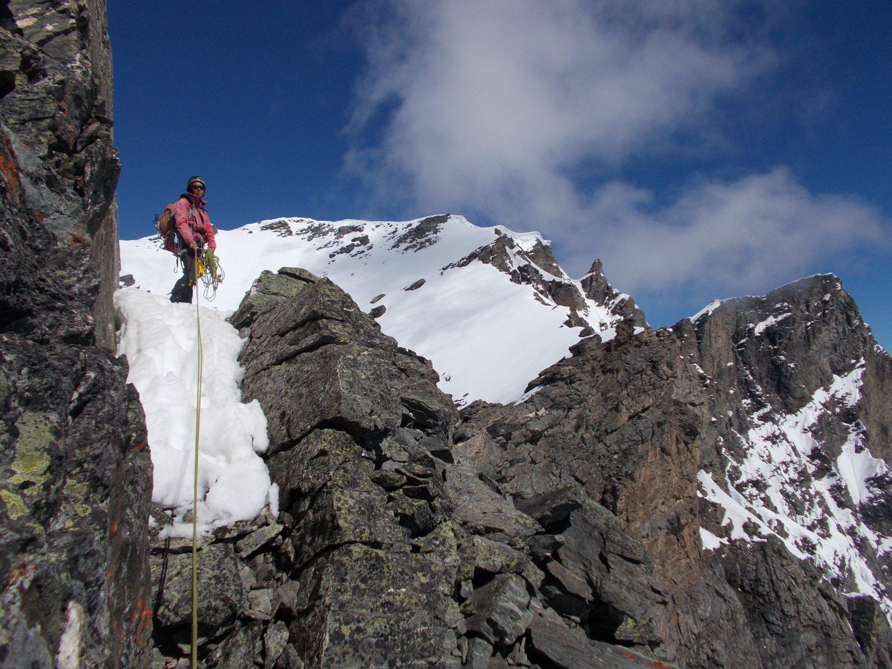 in un tratto della cresta circa meta'..con neve..