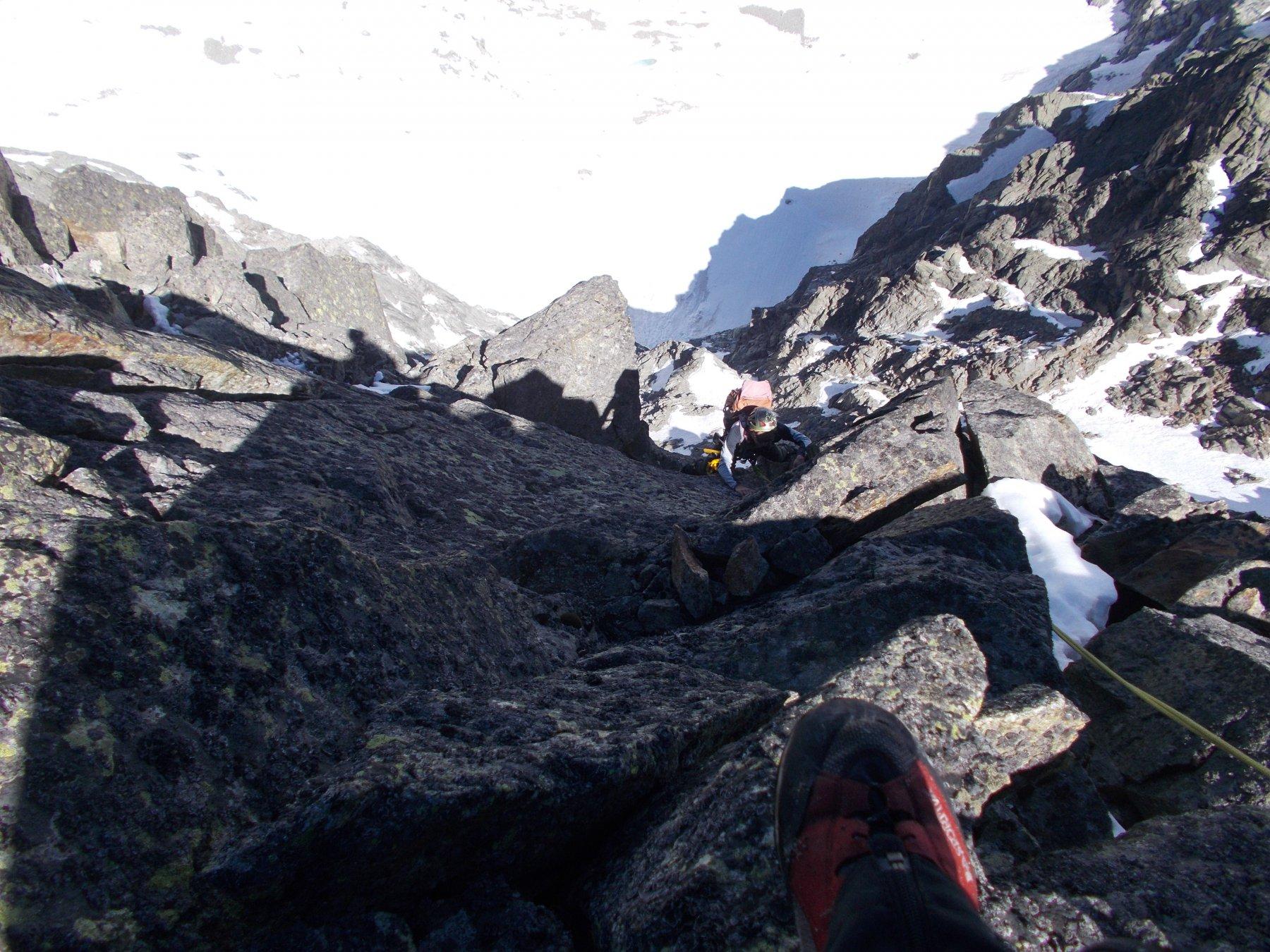 in esposta parete a recuperare la cresta a un passo dalla cima..