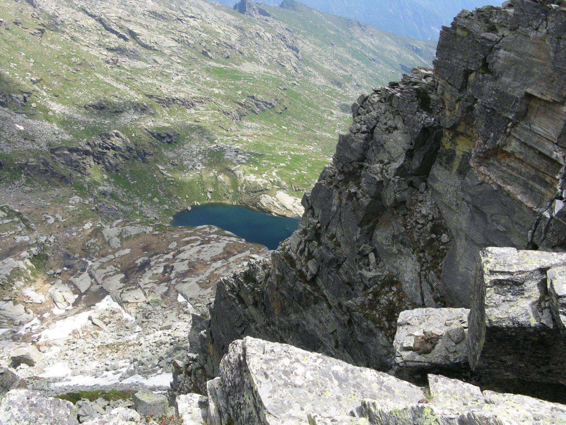 in basso il lago del Bojret