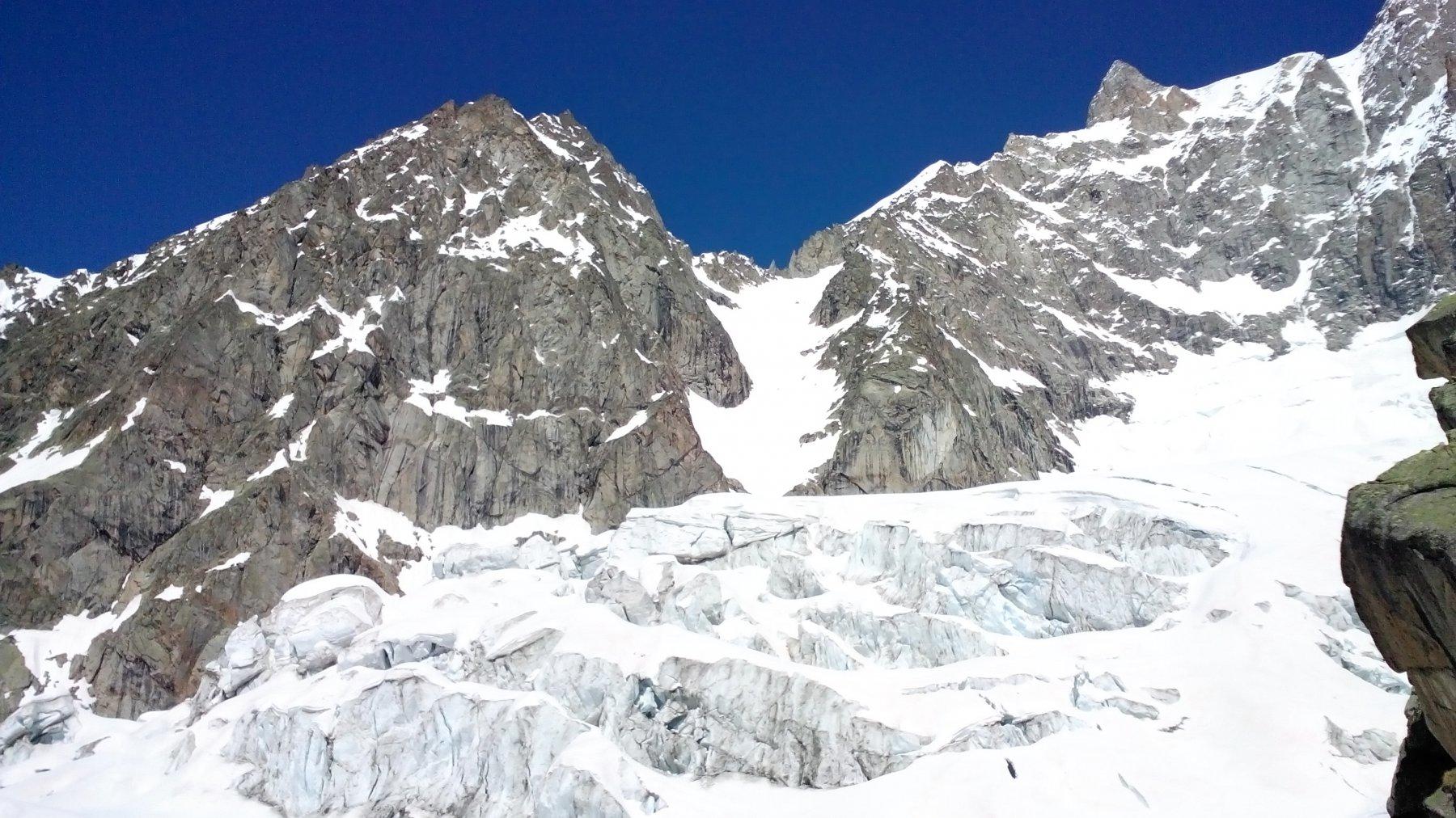 vista sul ghiacciaio di Planpincieux, dalla terrazza del rifugio