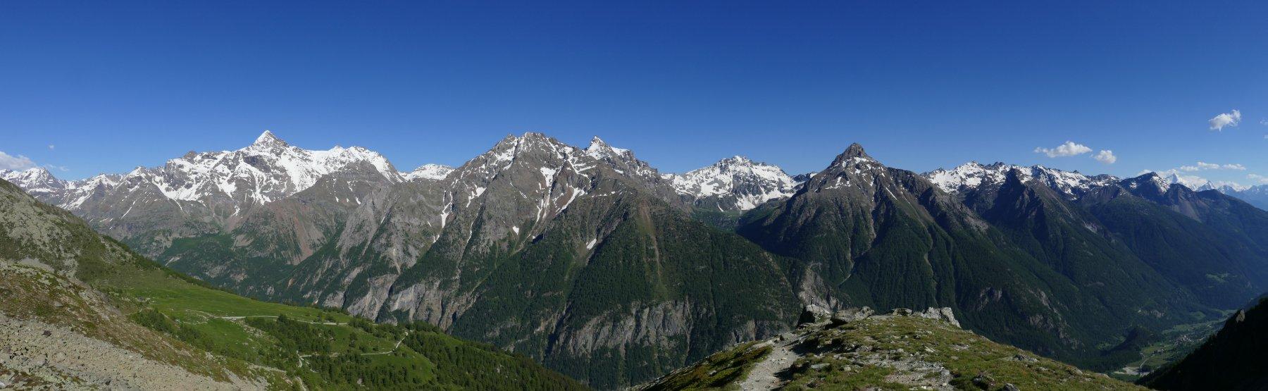 Panoramica sulla Valpelline dal rifugio