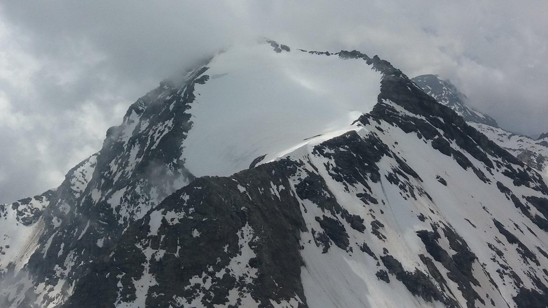Croce Rossa, il ghiacciaio pensile vagamente a forma di cuore