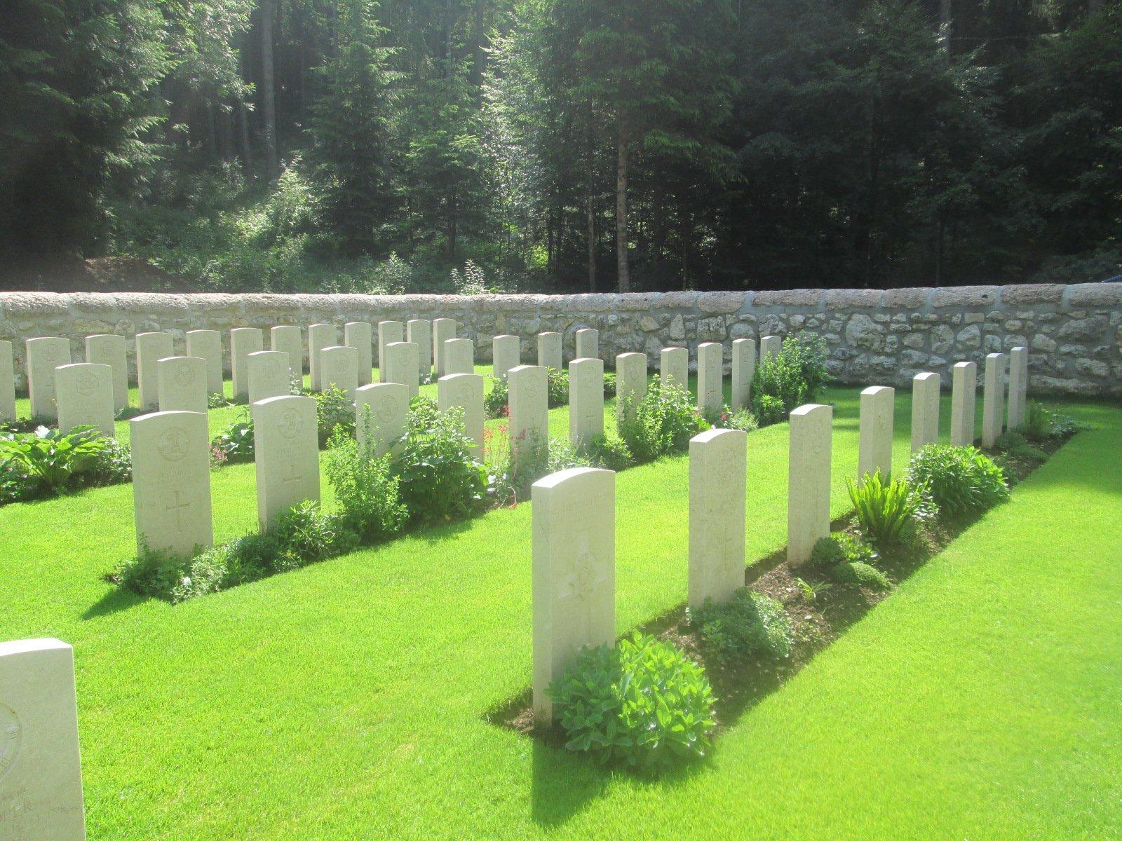 uno dei cimiteri inglesi lungo il percorso