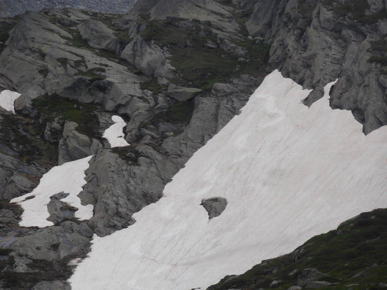 09 -curvoni a 35 gradi su nevai residui e discontinui fino a 2400