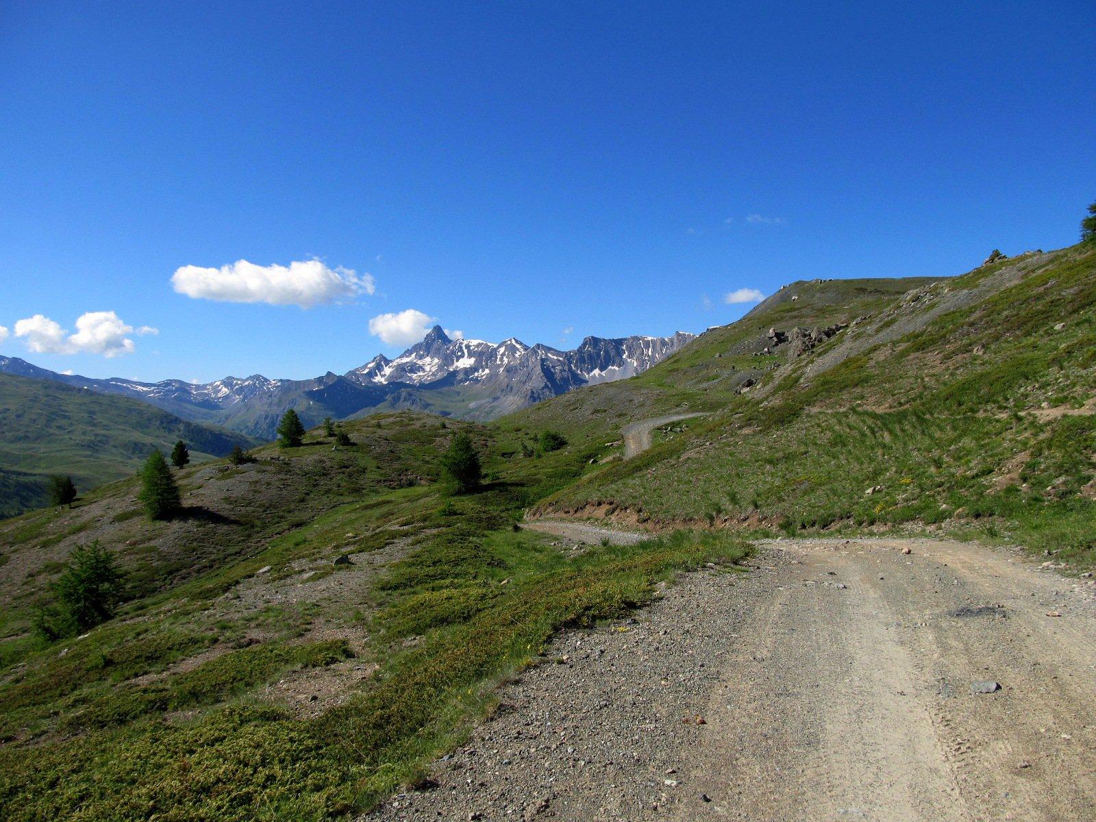 Strada di salita nei pressi di cima Saurel.